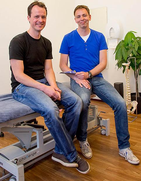 Fysiotherapeut Rob de Vaal (rechts) en zijn collega René Oonk