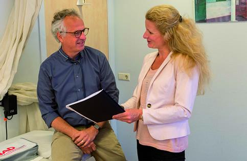 Huisarts Ruud Verdonk en praktijkondersteuner somatiek Linda van Nieuwkasteele.
